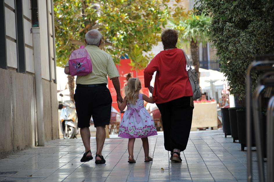 child walking with grandparents in Valencia